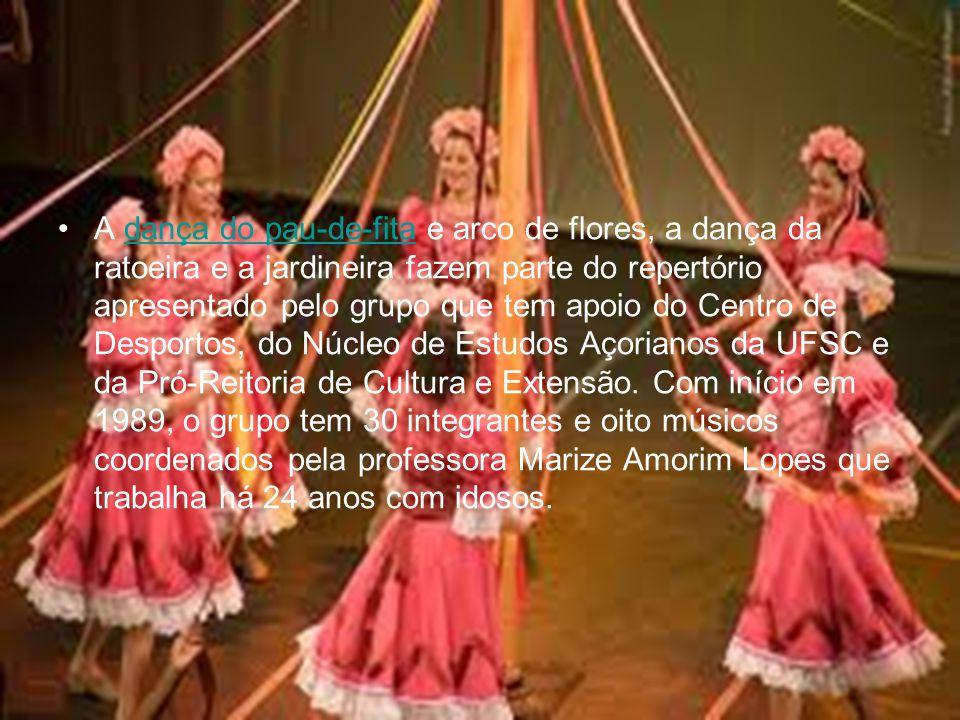 A dança do pau-de-fita e arco de flores, a dança da ratoeira e a jardineira fazem parte do repertório apresentado pelo grupo que tem apoio do Centro de Desportos, do Núcleo de Estudos Açorianos da UFSC e da Pró-Reitoria de Cultura e Extensão.