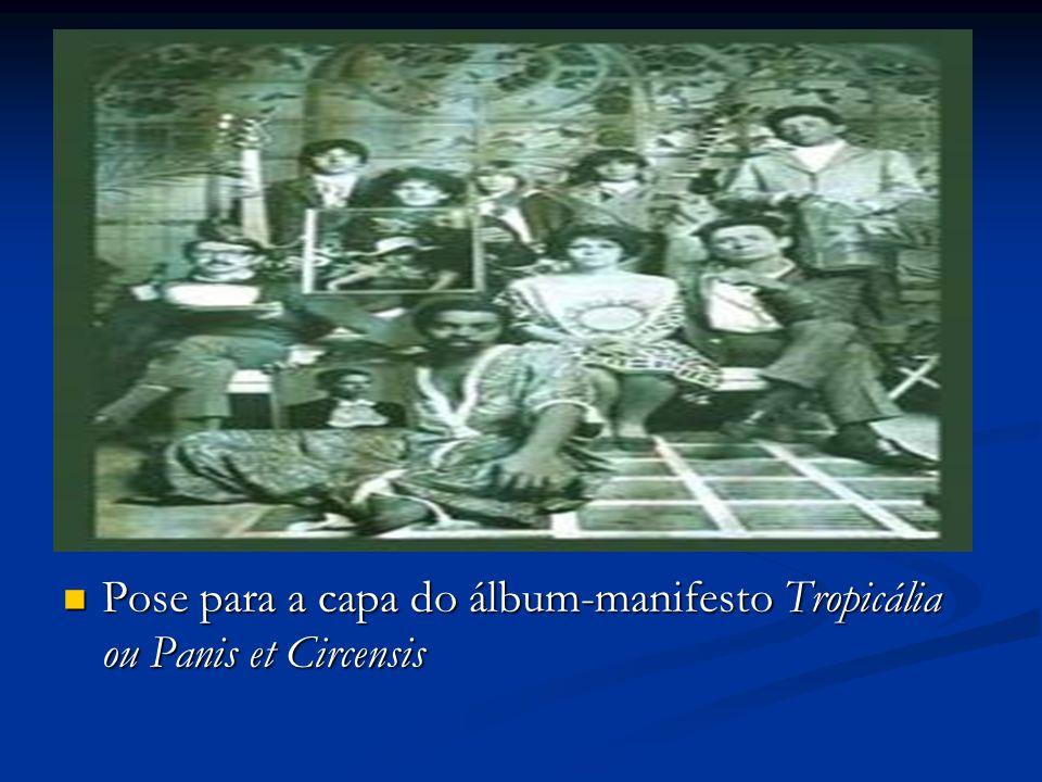 Pose para a capa do álbum-manifesto Tropicália ou Panis et Circensis