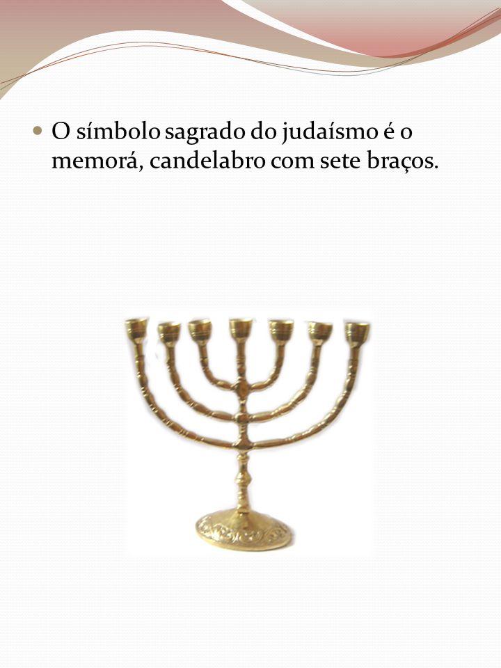 O símbolo sagrado do judaísmo é o memorá, candelabro com sete braços.