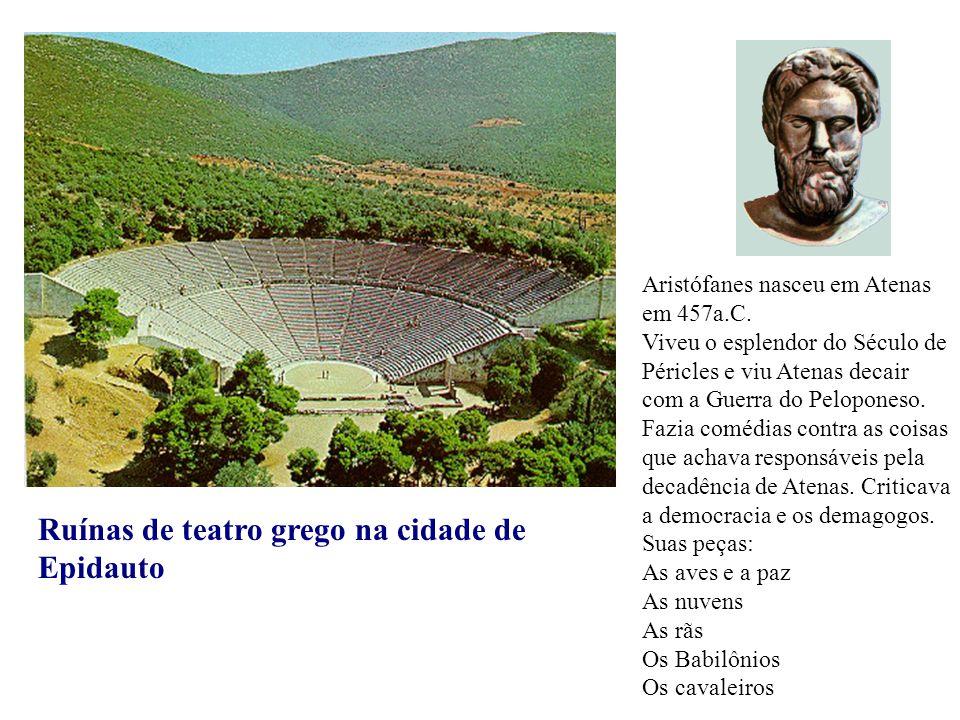 Ruínas de teatro grego na cidade de Epidauto