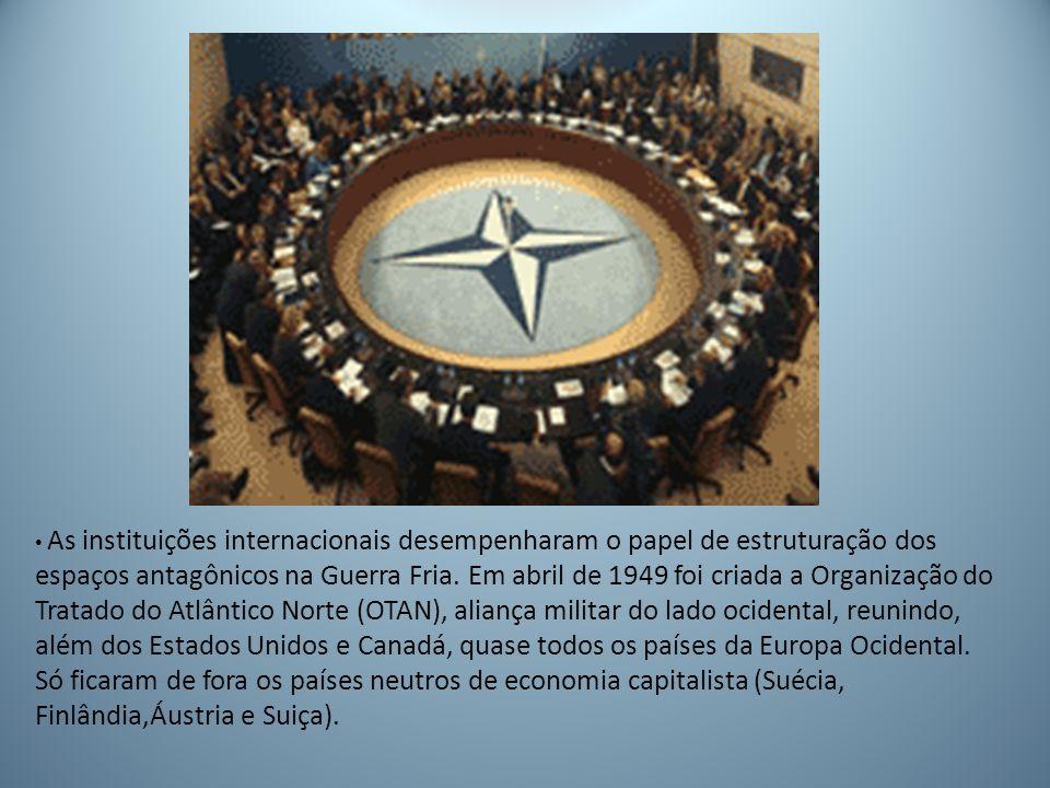 As instituições internacionais desempenharam o papel de estruturação dos espaços antagônicos na Guerra Fria.