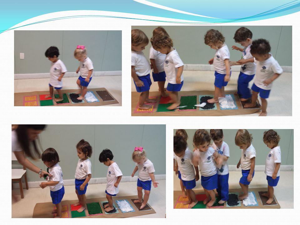 As crianças se divertiram caminhando pelo tapete
