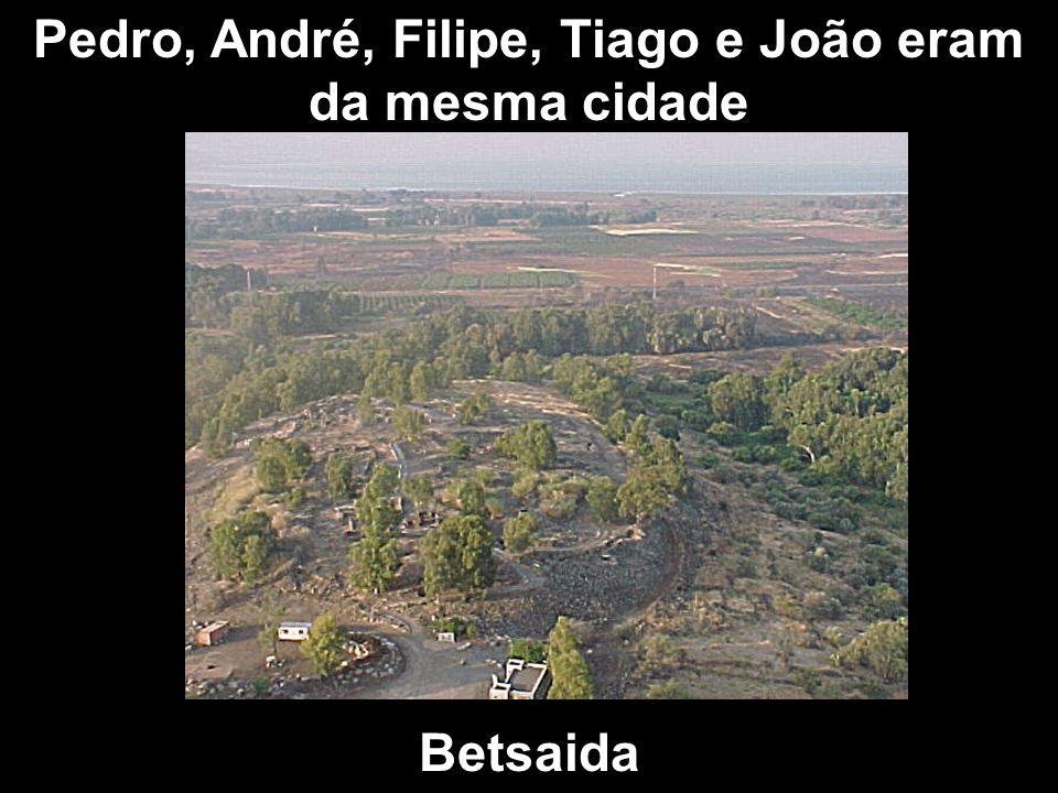 Pedro, André, Filipe, Tiago e João eram da mesma cidade