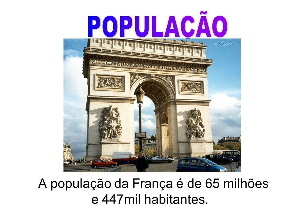 A população da França é de 65 milhões e 447mil habitantes.