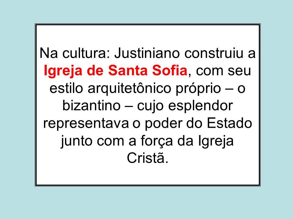 Na cultura: Justiniano construiu a Igreja de Santa Sofia, com seu estilo arquitetônico próprio – o bizantino – cujo esplendor representava o poder do Estado junto com a força da Igreja Cristã.