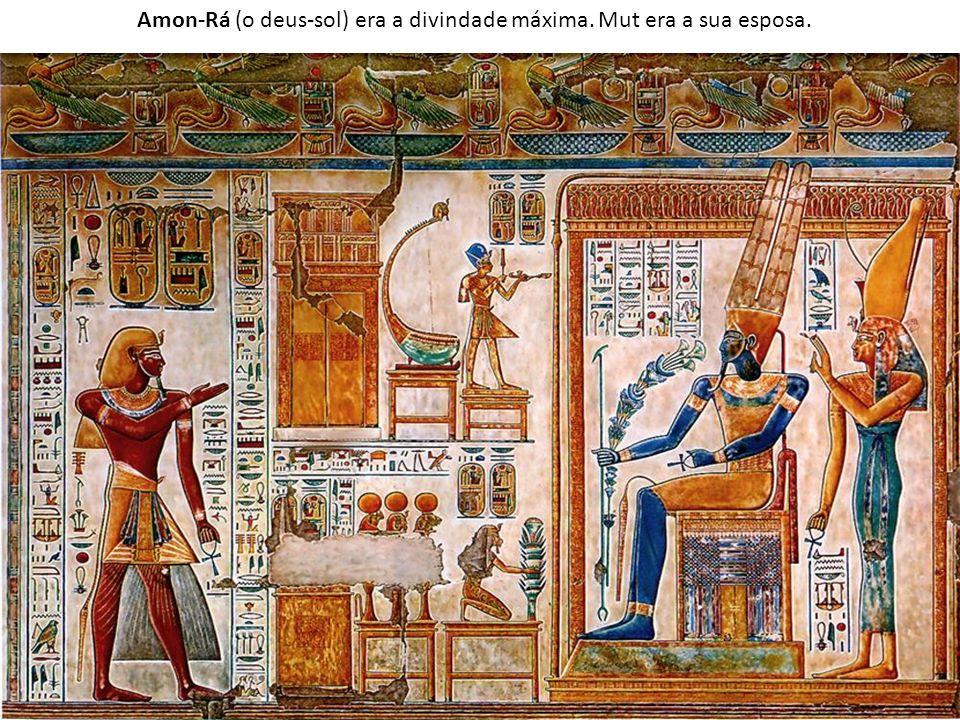 Amon-Rá (o deus-sol) era a divindade máxima. Mut era a sua esposa.