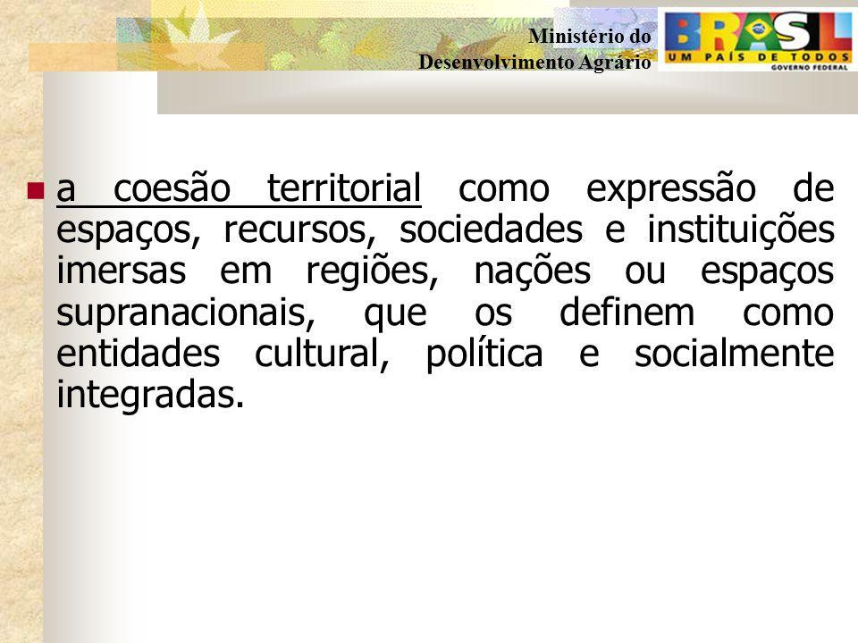 a coesão territorial como expressão de espaços, recursos, sociedades e instituições imersas em regiões, nações ou espaços supranacionais, que os definem como entidades cultural, política e socialmente integradas.