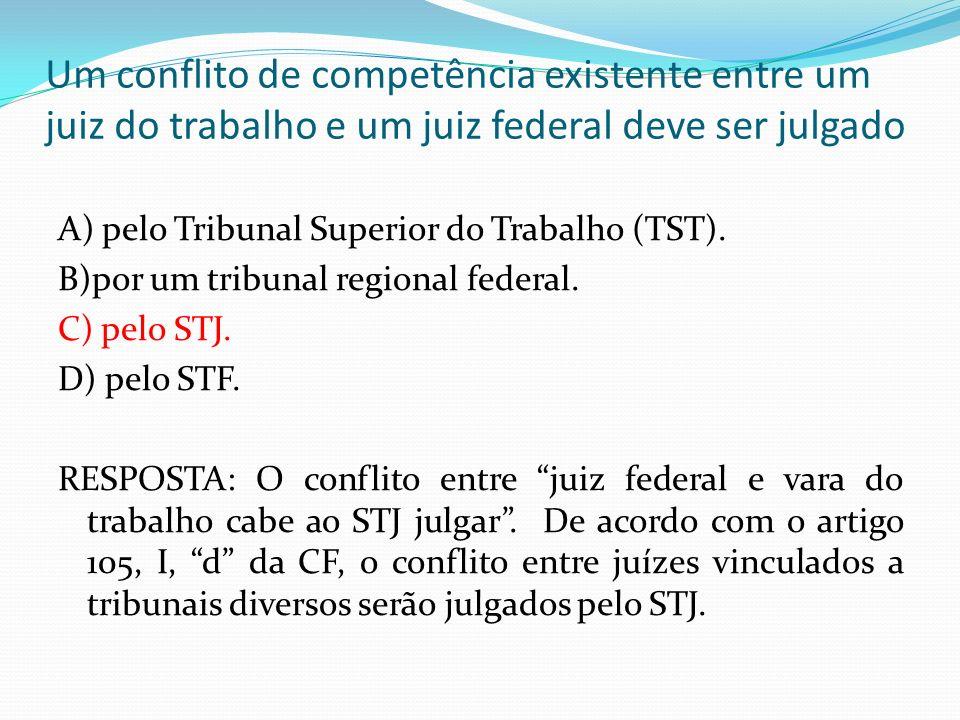 Um conflito de competência existente entre um juiz do trabalho e um juiz federal deve ser julgado