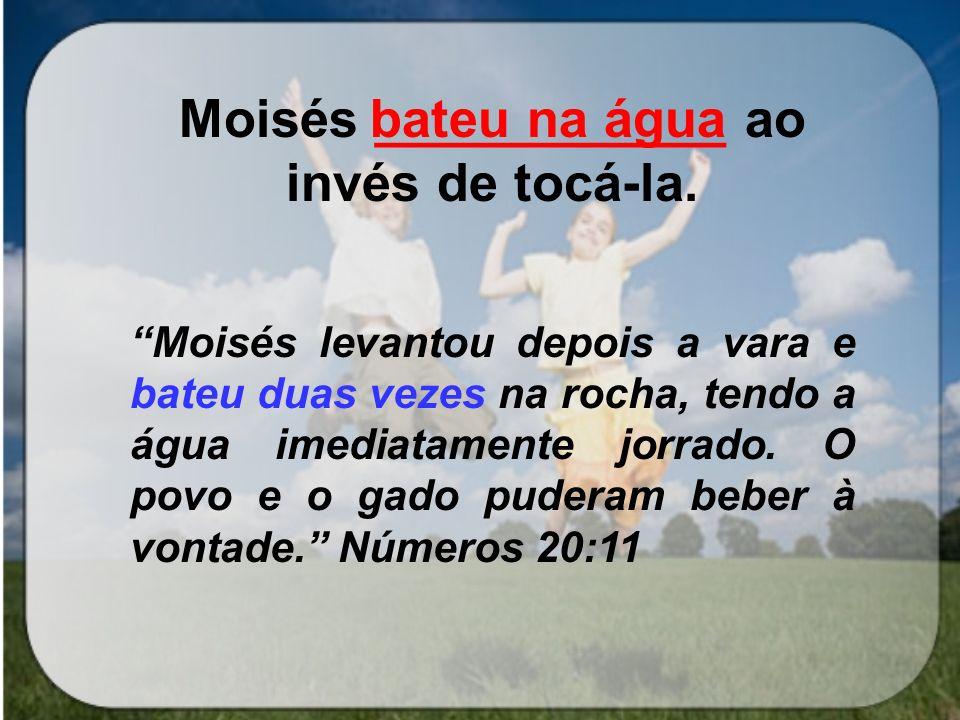 Moisés ____________ ao invés de tocá-la.