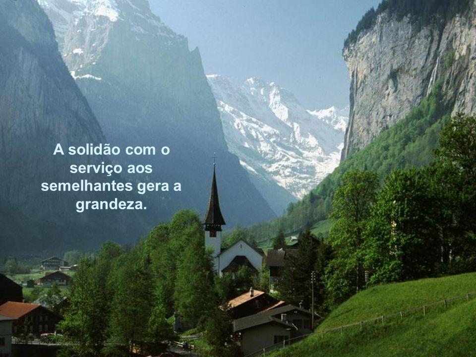 A solidão com o serviço aos semelhantes gera a grandeza.