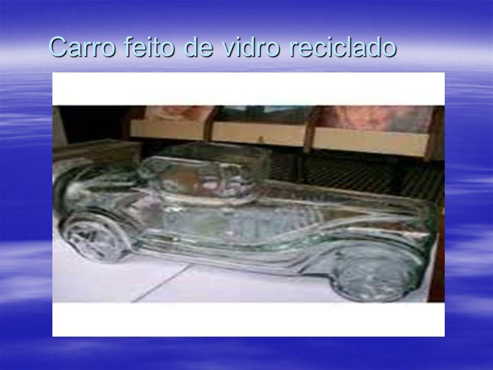 Carro feito de vidro reciclado