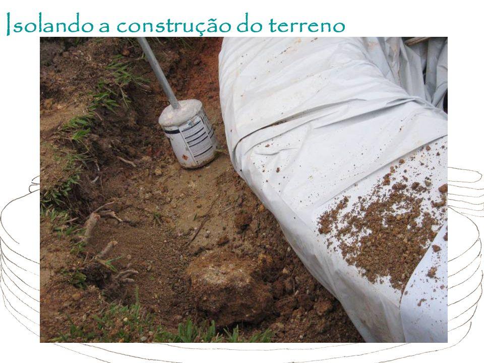 Isolando a construção do terreno