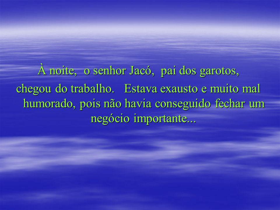 À noite, o senhor Jacó, pai dos garotos,
