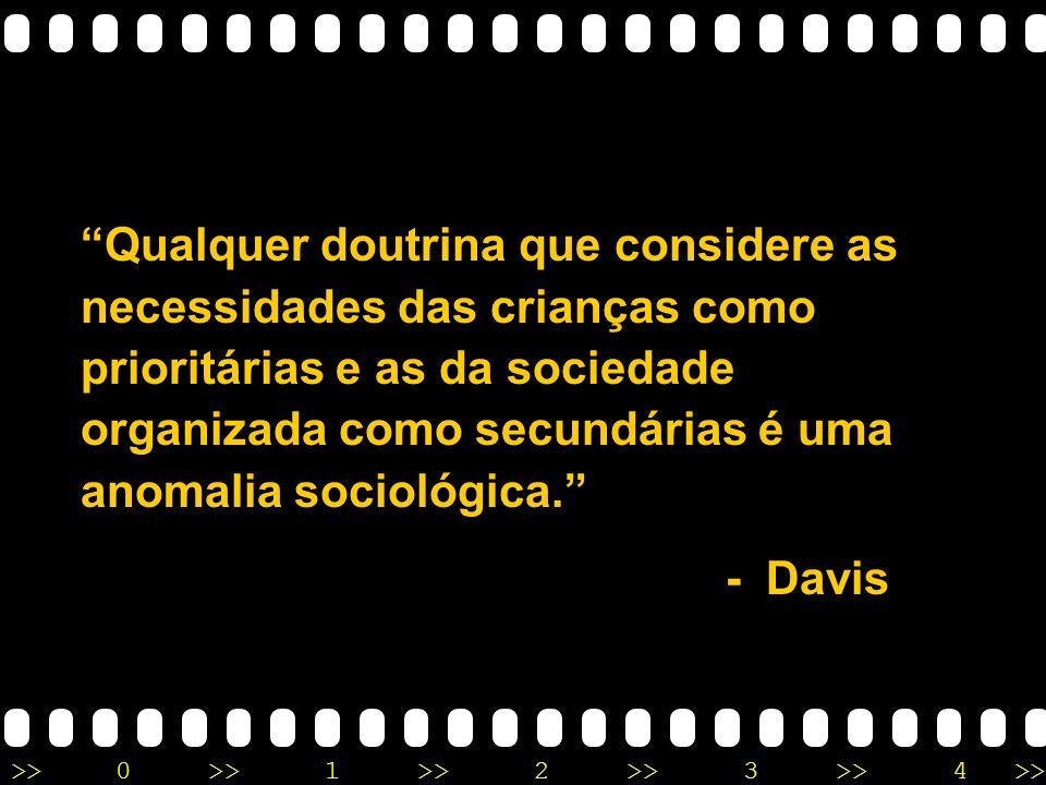 Qualquer doutrina que considere as necessidades das crianças como prioritárias e as da sociedade organizada como secundárias é uma anomalia sociológica.