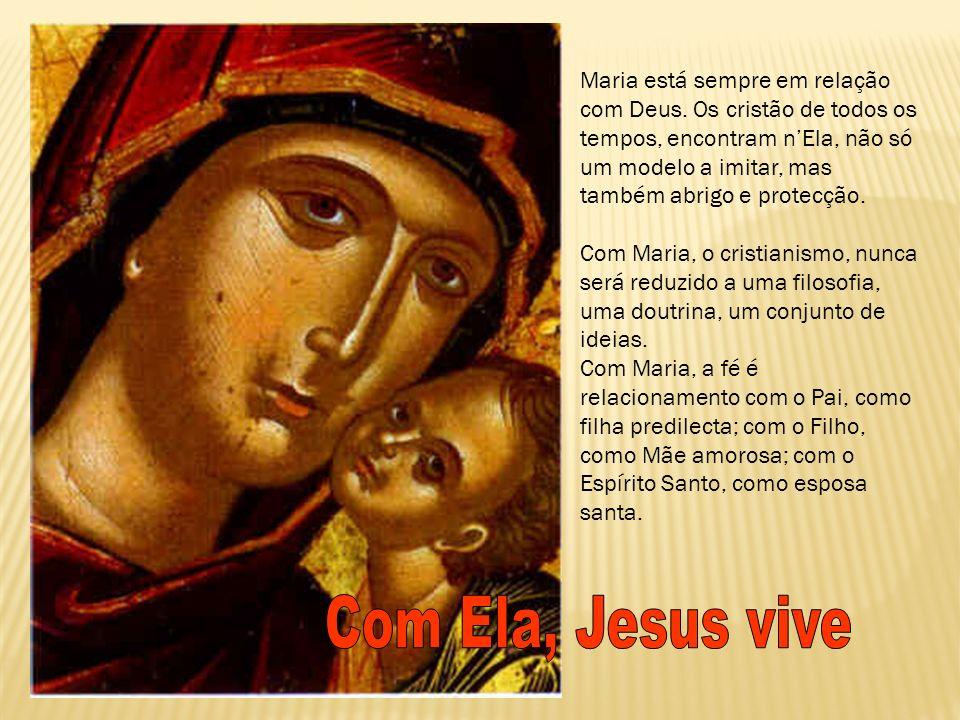 Maria está sempre em relação com Deus