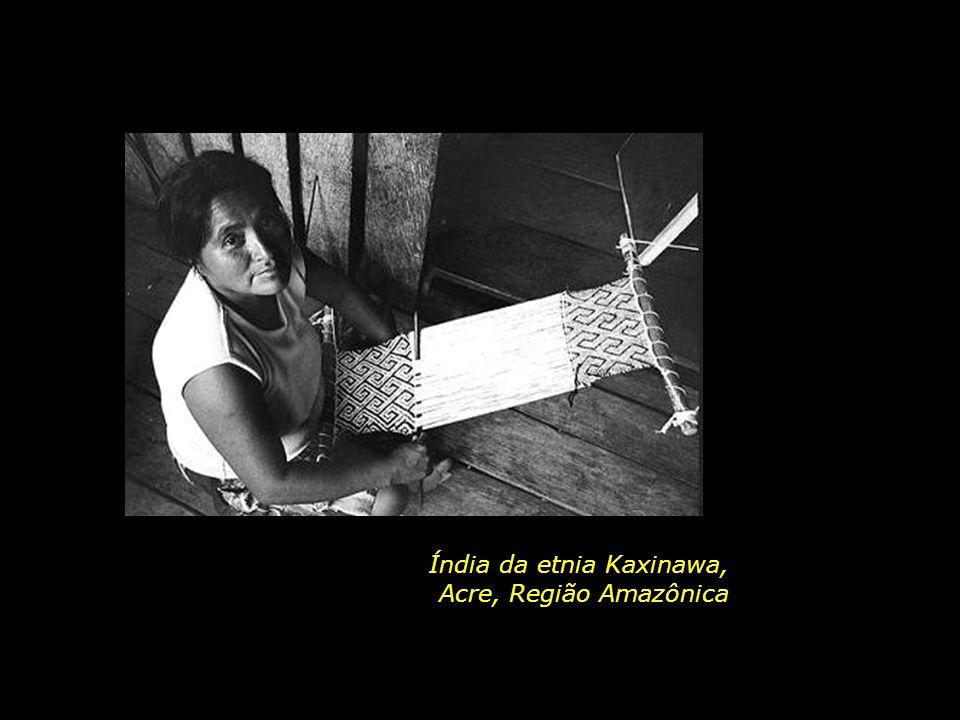 Índia da etnia Kaxinawa,