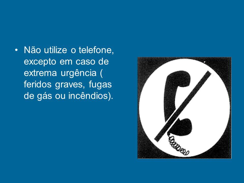 Não utilize o telefone, excepto em caso de extrema urgência ( feridos graves, fugas de gás ou incêndios).