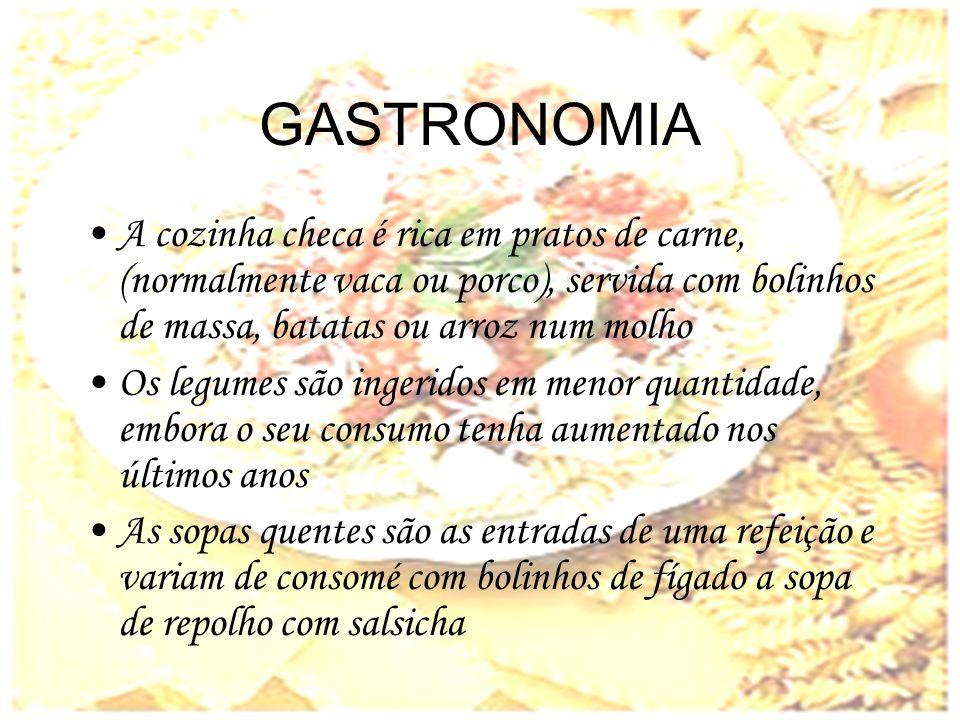 GASTRONOMIA A cozinha checa é rica em pratos de carne, (normalmente vaca ou porco), servida com bolinhos de massa, batatas ou arroz num molho.