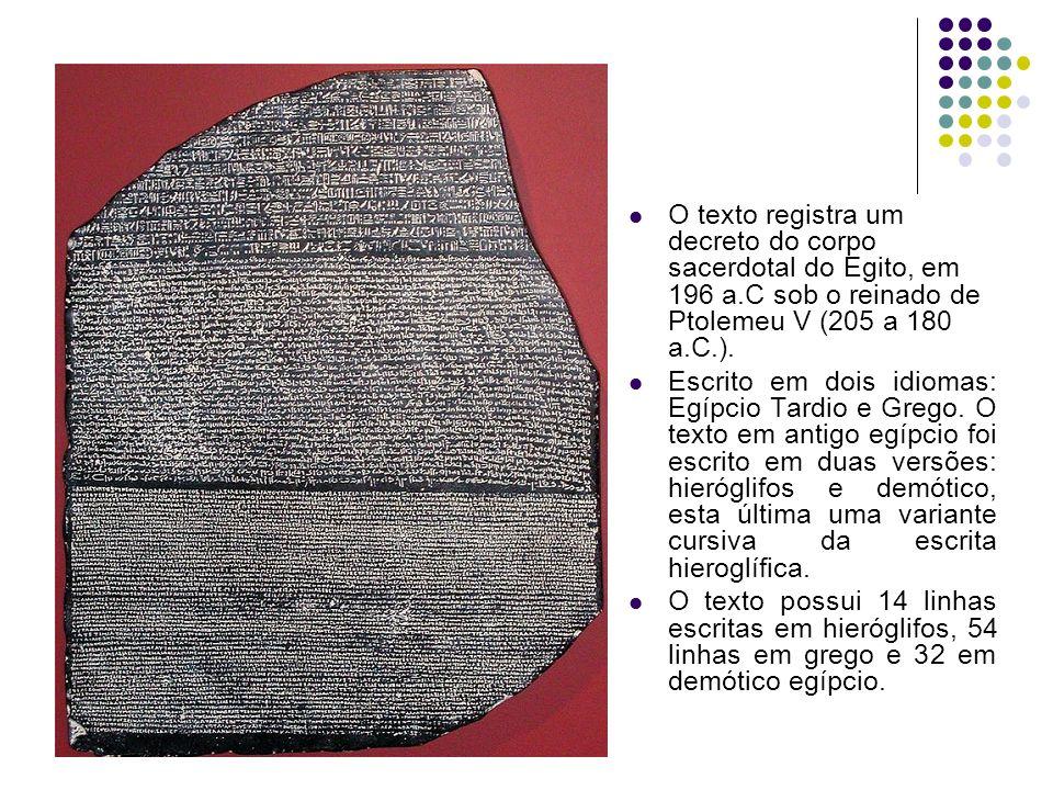 O texto registra um decreto do corpo sacerdotal do Egito, em 196 a