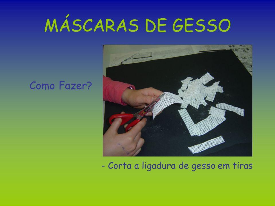 MÁSCARAS DE GESSO Como Fazer - Corta a ligadura de gesso em tiras