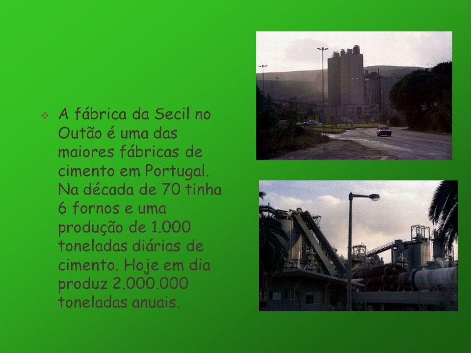 A fábrica da Secil no Outão é uma das maiores fábricas de cimento em Portugal.