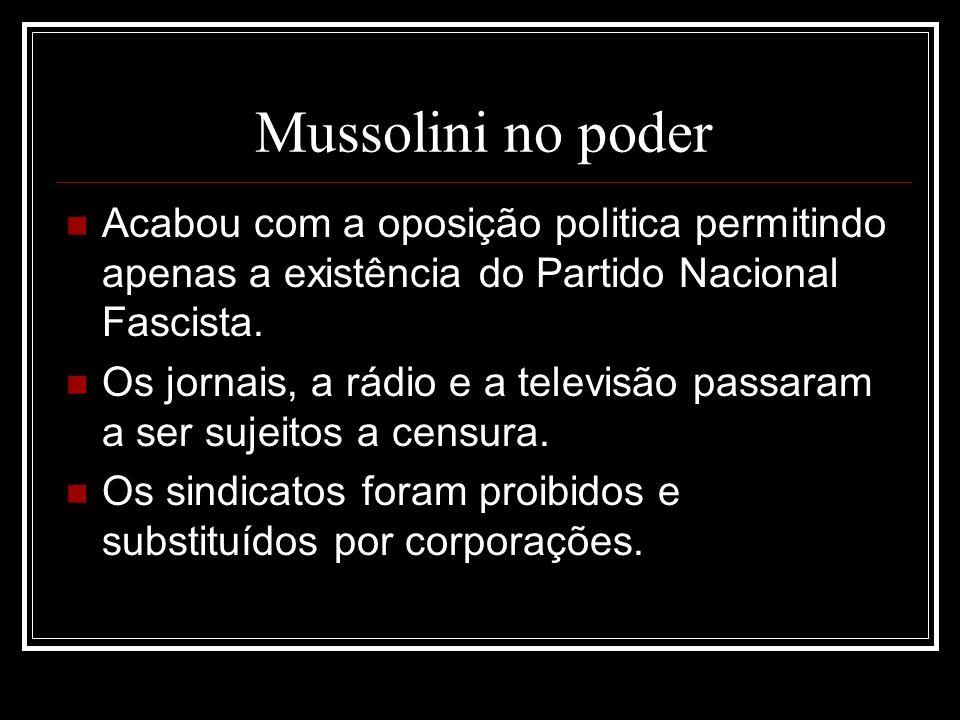 Mussolini no poder Acabou com a oposição politica permitindo apenas a existência do Partido Nacional Fascista.
