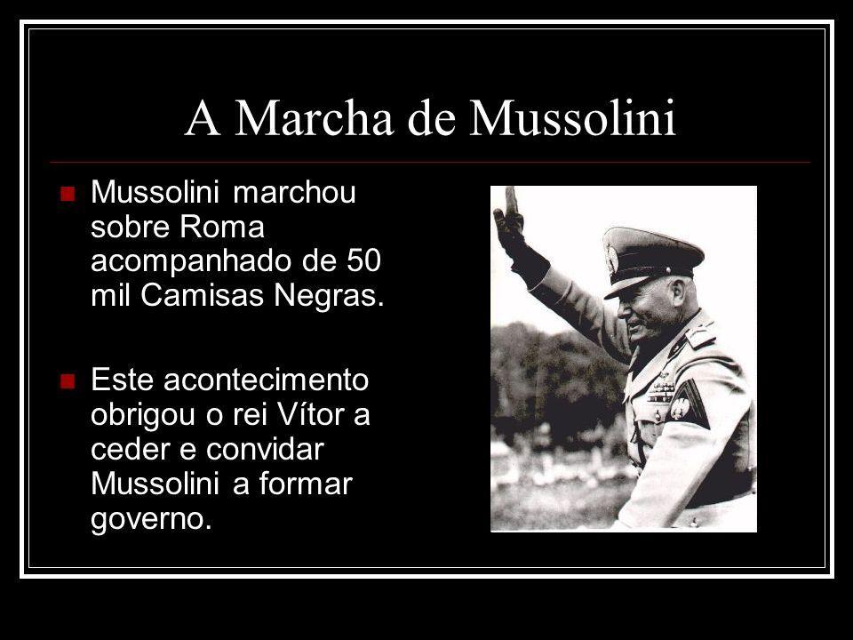 A Marcha de Mussolini Mussolini marchou sobre Roma acompanhado de 50 mil Camisas Negras.