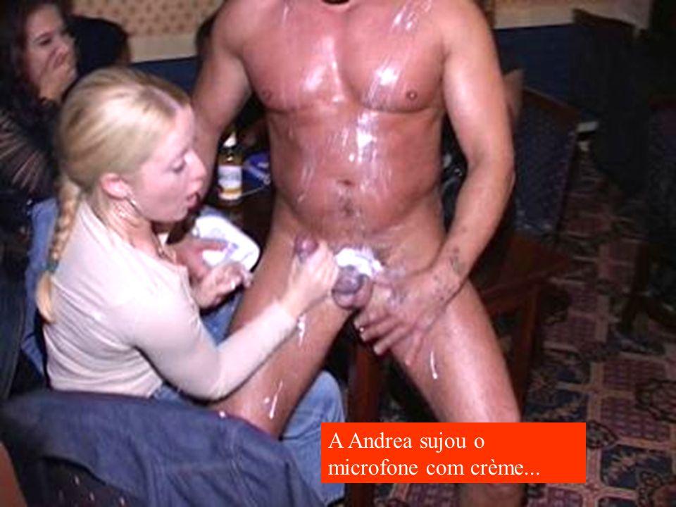 A Andrea sujou o microfone com crème...
