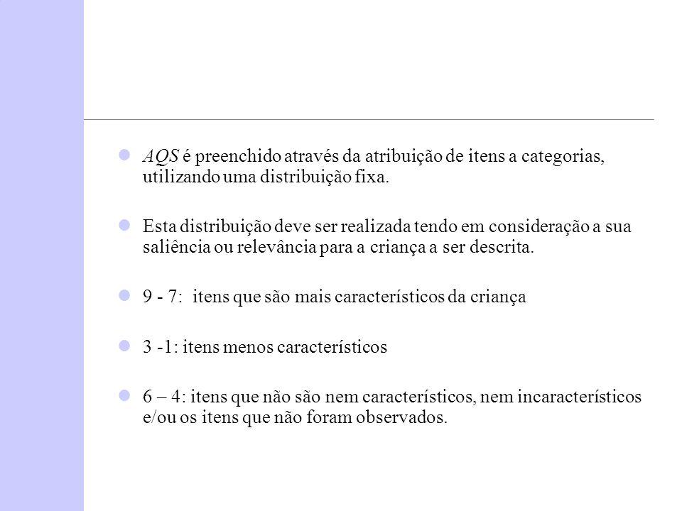AQS é preenchido através da atribuição de itens a categorias, utilizando uma distribuição fixa.