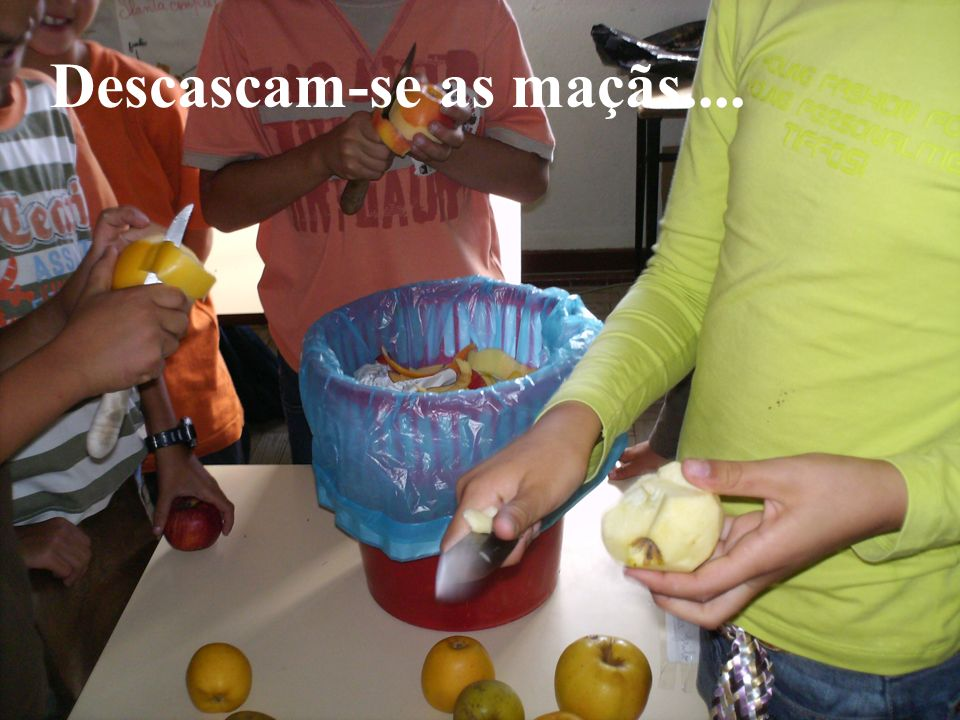 Descascam-se as maçãs....