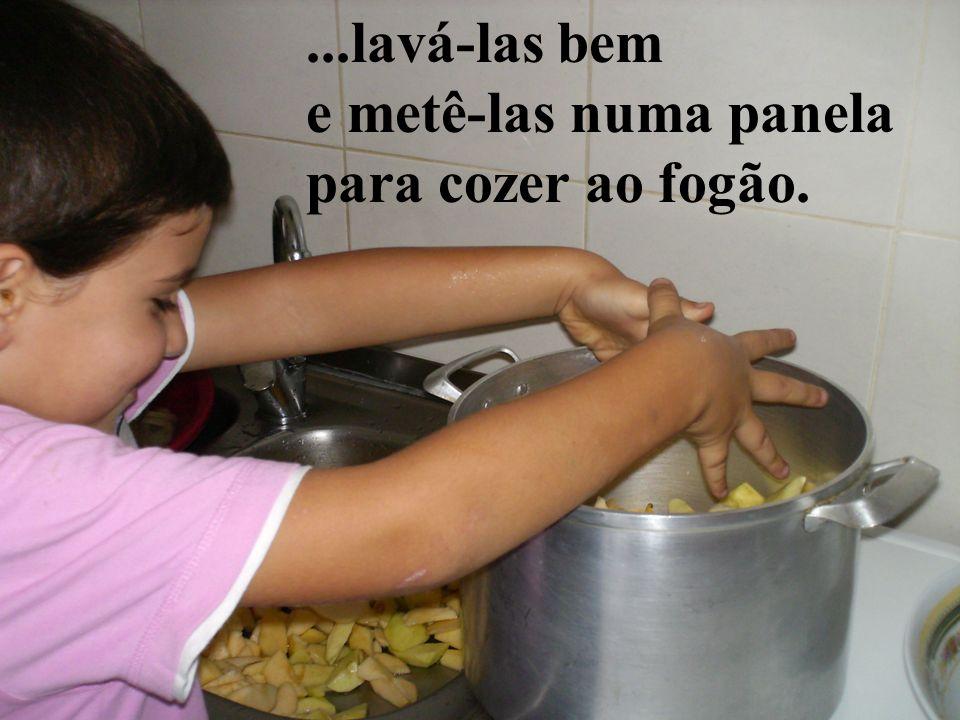 ...lavá-las bem e metê-las numa panela para cozer ao fogão.