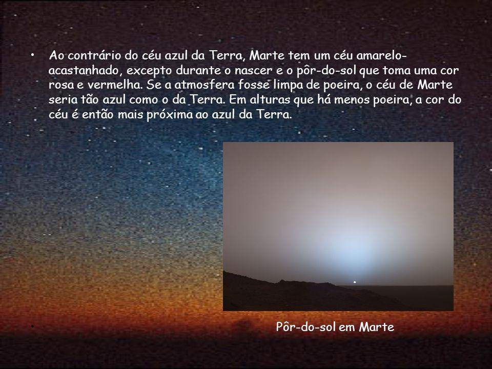 Ao contrário do céu azul da Terra, Marte tem um céu amarelo-acastanhado, excepto durante o nascer e o pôr-do-sol que toma uma cor rosa e vermelha. Se a atmosfera fosse limpa de poeira, o céu de Marte seria tão azul como o da Terra. Em alturas que há menos poeira, a cor do céu é então mais próxima ao azul da Terra.