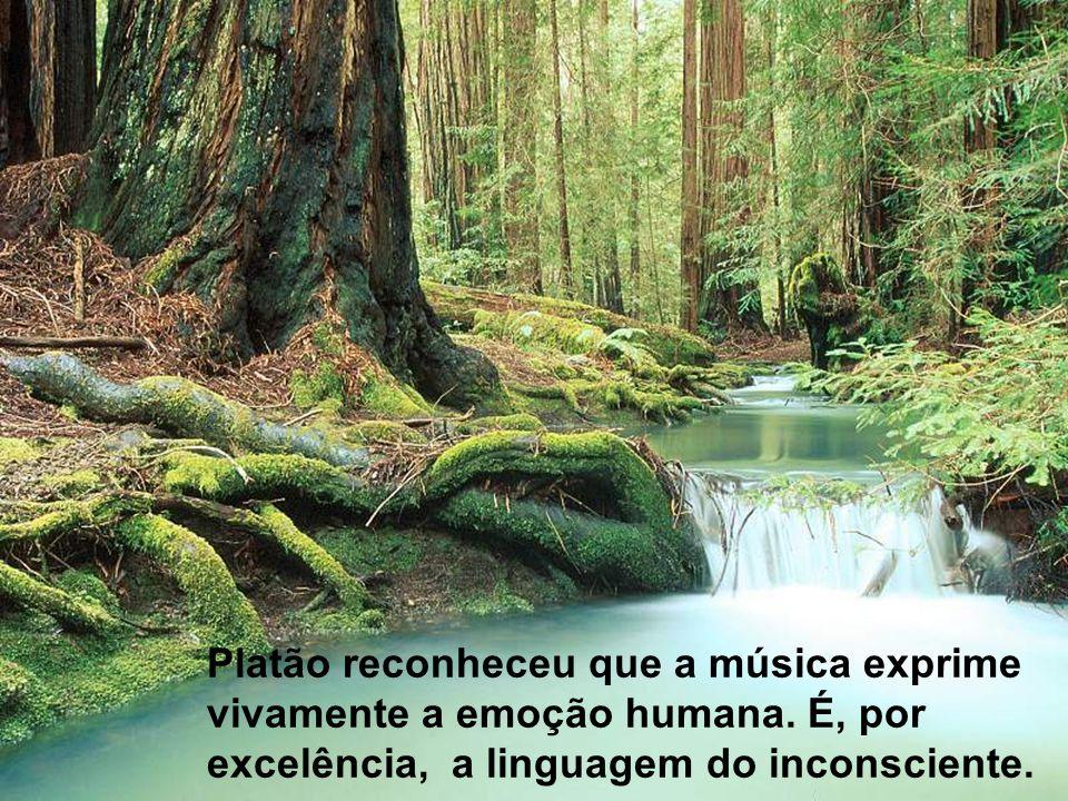 Platão reconheceu que a música exprime vivamente a emoção humana