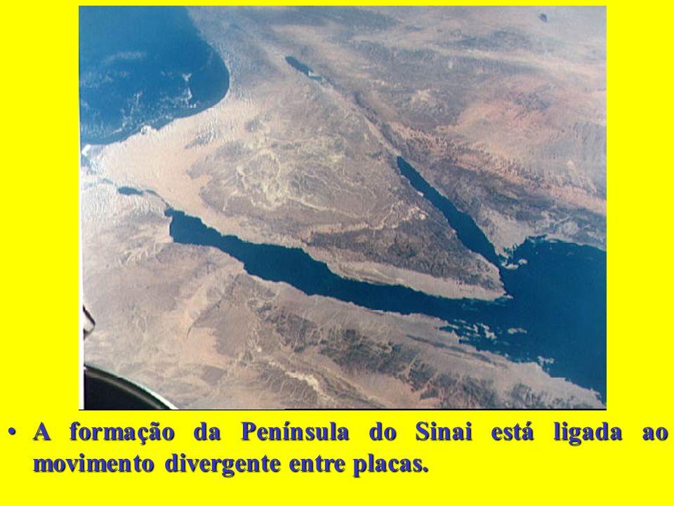 A formação da Península do Sinai está ligada ao movimento divergente entre placas.