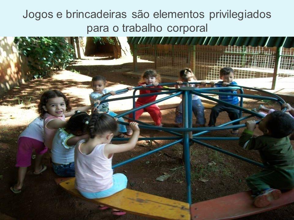 Jogos e brincadeiras são elementos privilegiados para o trabalho corporal