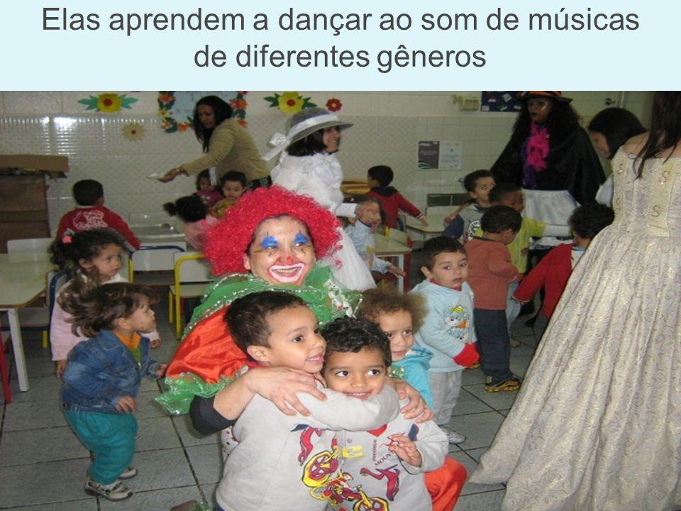 Elas aprendem a dançar ao som de músicas de diferentes gêneros