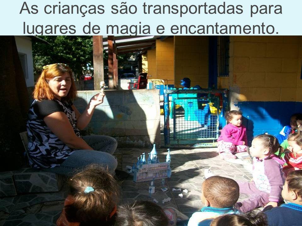 As crianças são transportadas para lugares de magia e encantamento.