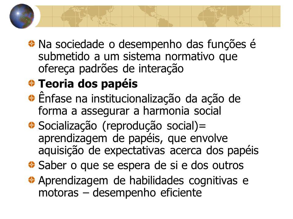 Na sociedade o desempenho das funções é submetido a um sistema normativo que ofereça padrões de interação