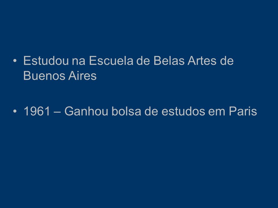 Estudou na Escuela de Belas Artes de Buenos Aires