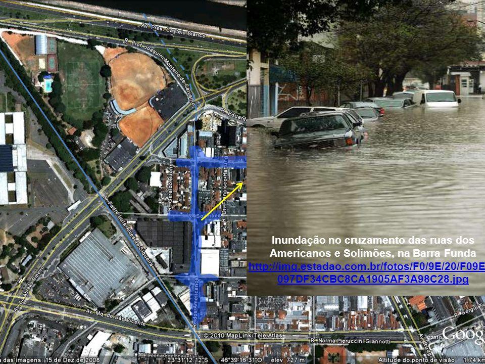 Inundação no cruzamento das ruas dos Americanos e Solimões, na Barra Funda