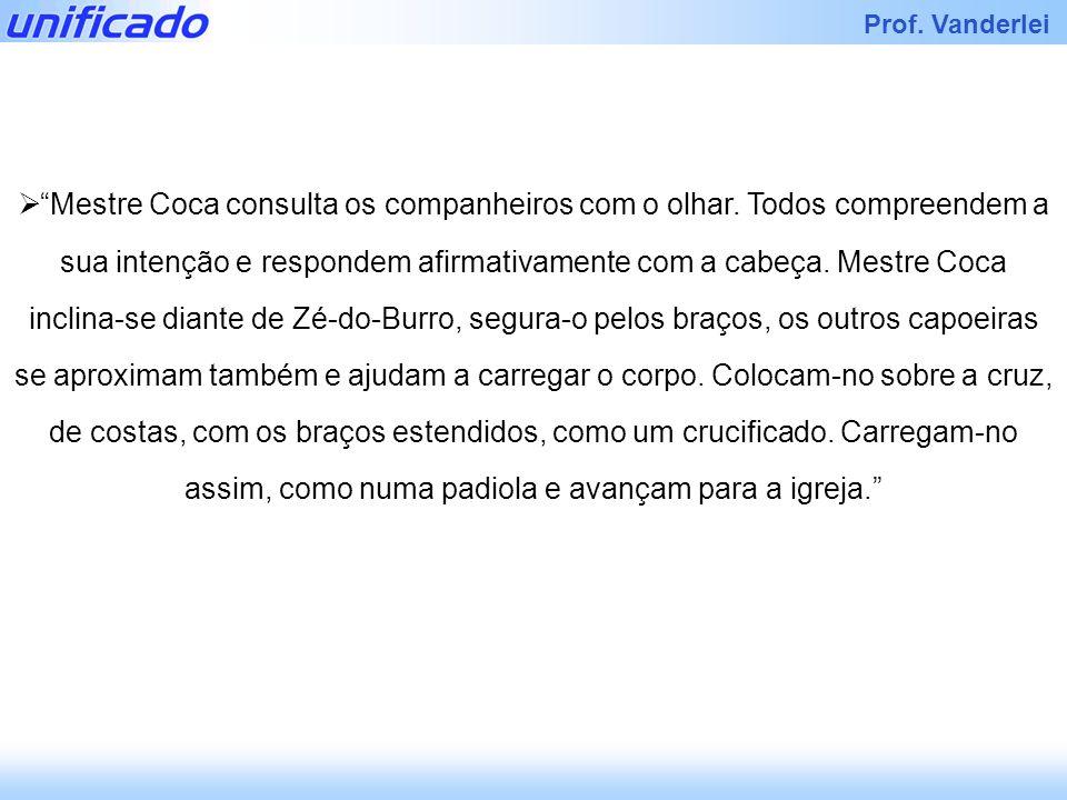Mestre Coca consulta os companheiros com o olhar
