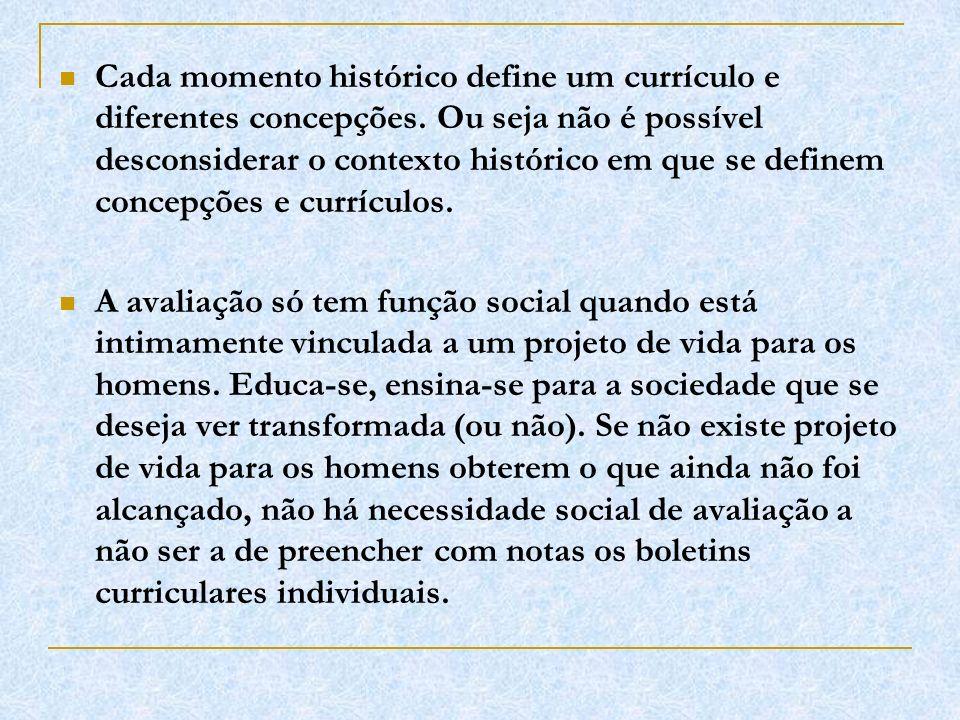 Cada momento histórico define um currículo e diferentes concepções