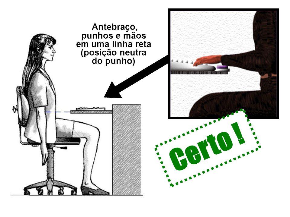Antebraço, punhos e mãos em uma linha reta (posição neutra do punho)