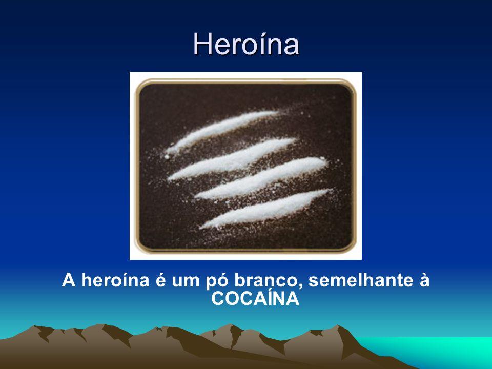 A heroína é um pó branco, semelhante à COCAÍNA