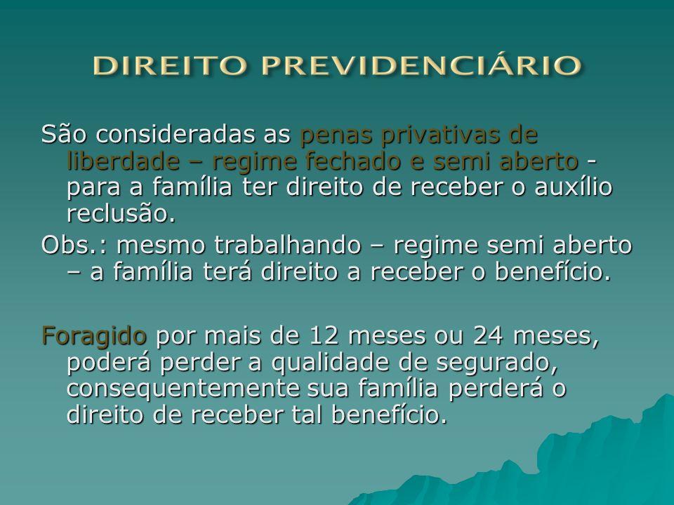 São consideradas as penas privativas de liberdade – regime fechado e semi aberto - para a família ter direito de receber o auxílio reclusão.