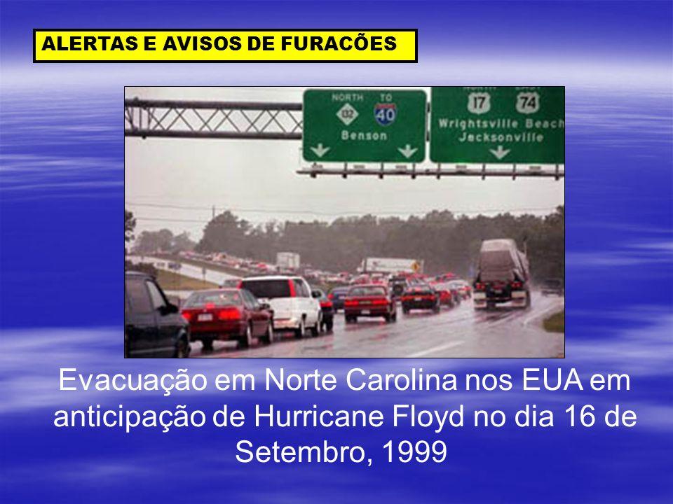 Evacuação em Norte Carolina nos EUA em
