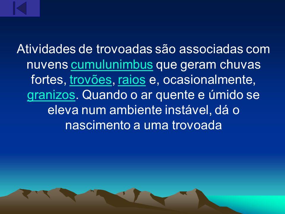 Atividades de trovoadas são associadas com nuvens cumulunimbus que geram chuvas fortes, trovões, raios e, ocasionalmente, granizos.