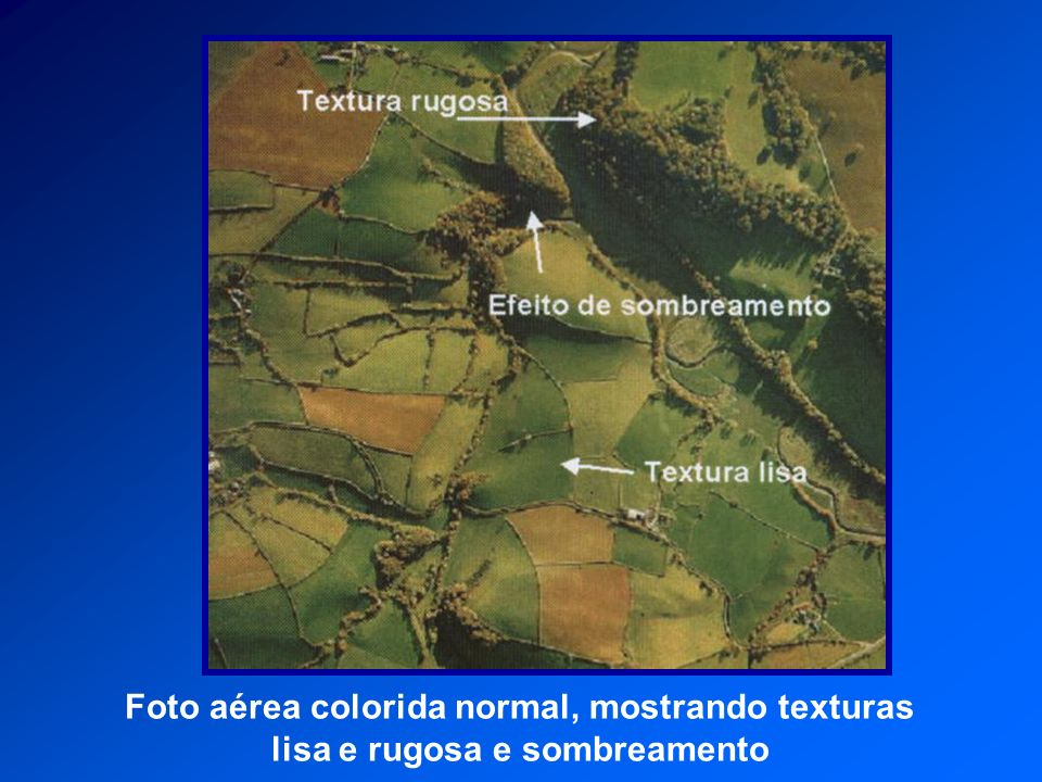 Foto aérea colorida normal, mostrando texturas lisa e rugosa e sombreamento
