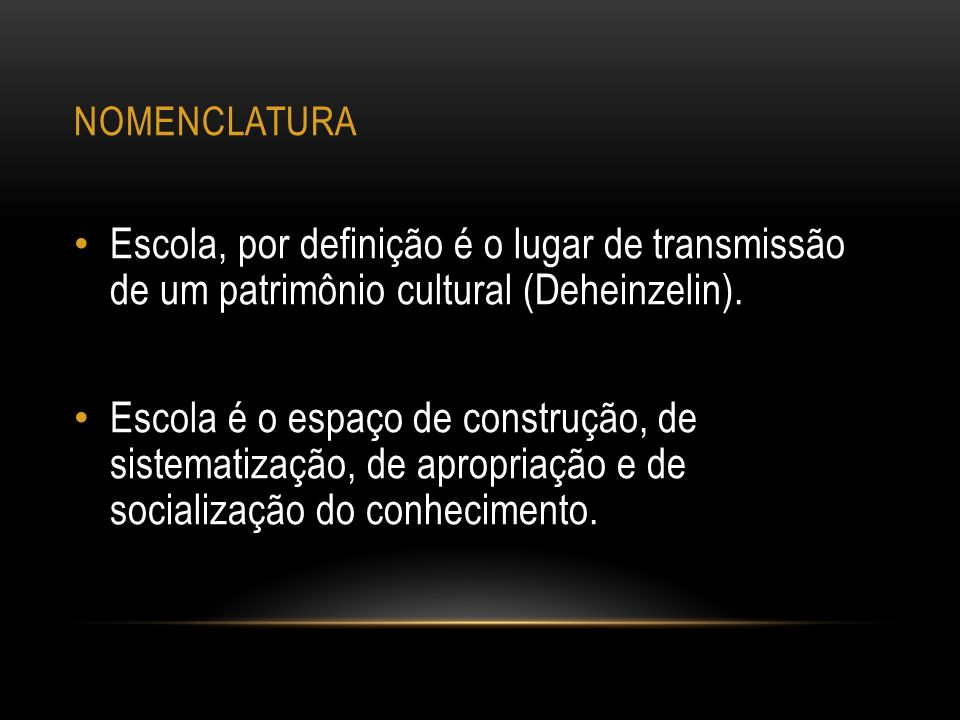 nomenclatura Escola, por definição é o lugar de transmissão de um patrimônio cultural (Deheinzelin).