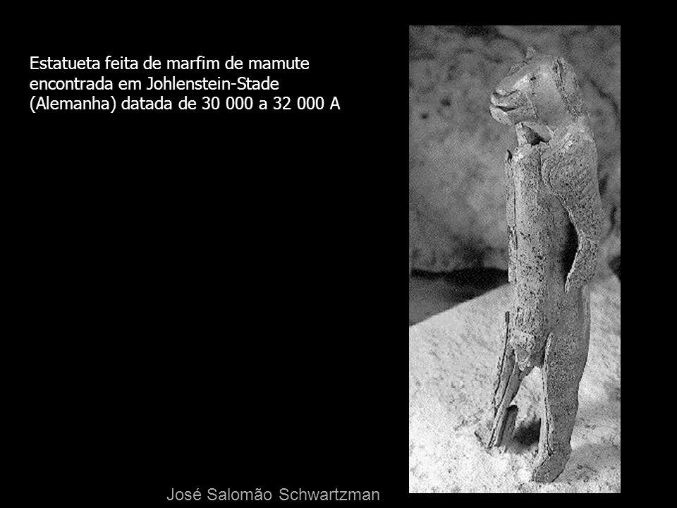 Estatueta feita de marfim de mamute
